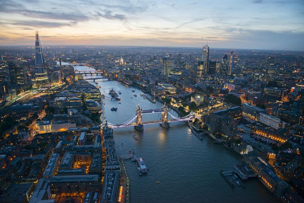 Тауэрский мост и река Темза в ночное время, Лондон